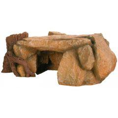 Fjellplatå med hule og trestamme